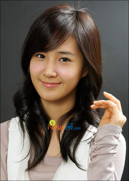 SNSD's Yuri voted #1 for glass-like skin | allkpop.com